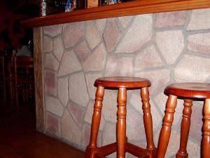 Interiérové obklady z přírodního kamene na baru